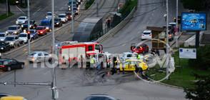 Жестока катастрофа с такси в София, двама са в болница (ВИДЕО+СНИМКИ)