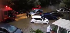 ПОТОП В РУМЪНИЯ: Улици под вода и наводнени къщи (ВИДЕО)
