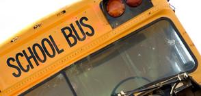 Училищен автобус се преобърна на магистрала в САЩ