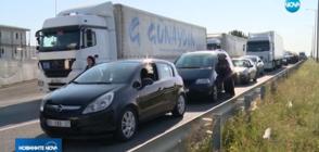 Километрични опашки по границата с Турция (ВИДЕО)