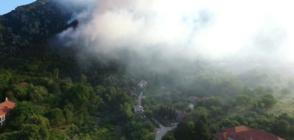 КАДРИ ОТ ДРОН: Горят 100 дка гори в труднодостъпен район над Карлово (ВИДЕО+СНИМКИ)