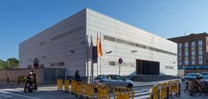 Мъж се опита да атакува полицейски участък в Каталуния (ВИДЕО+СНИМКИ)