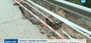 """Републиканският път към """"Боровец"""" е затрупан от свлачище (ВИДЕО)"""
