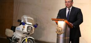 Със сълзи на очи Младен Маринов пое поста на вътрешен министър (ВИДЕО)
