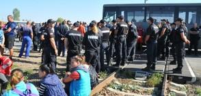 """Работници от """"Винпром Карнобат"""" блокираха жп линията Бургас-София (ВИДЕО+СНИМКИ)"""
