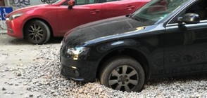 Кола пропадна в изкоп в центъра на София (ВИДЕО+СНИМКИ)