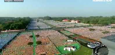 Индийският премиер - на йога с хиляди ентусиасти (ВИДЕО)