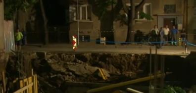 Улица във Варна пропадна, част от града остана без ток