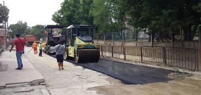 Започна асфалтирането на улиците в Мизия (ВИДЕО+СНИМКИ)