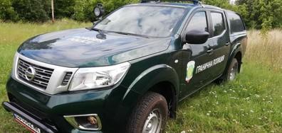 Гранични полицаи от Трън заловиха каналджия и мигранти