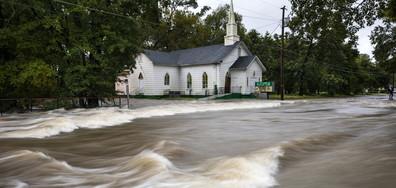 """Експерти изчисляват щетите след урагана """"Флорънс"""""""