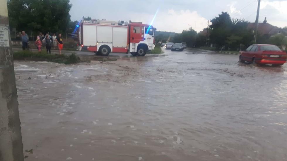Порой и наводнение в Монтанско (ВИДЕО+СНИМКИ)