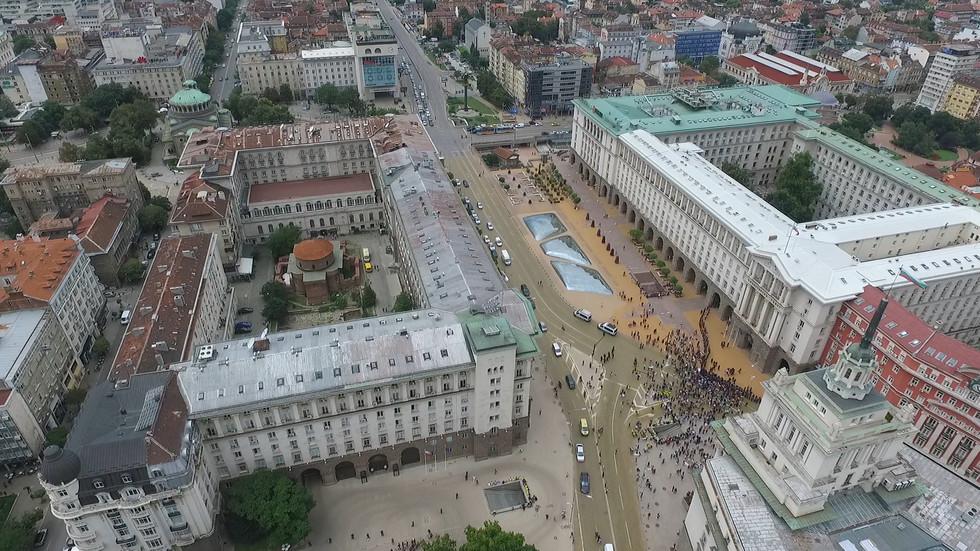 Борисов уволни четирима в МЗХ, животновъдите спират протеста (ВИДЕО)