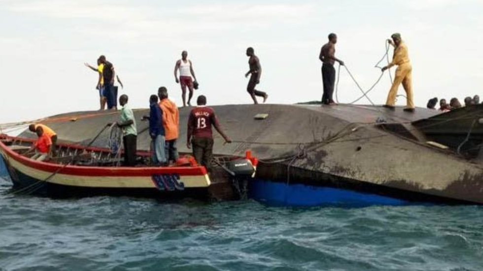 Ферибот потъна в езеро в Танзания, има десетки жертви