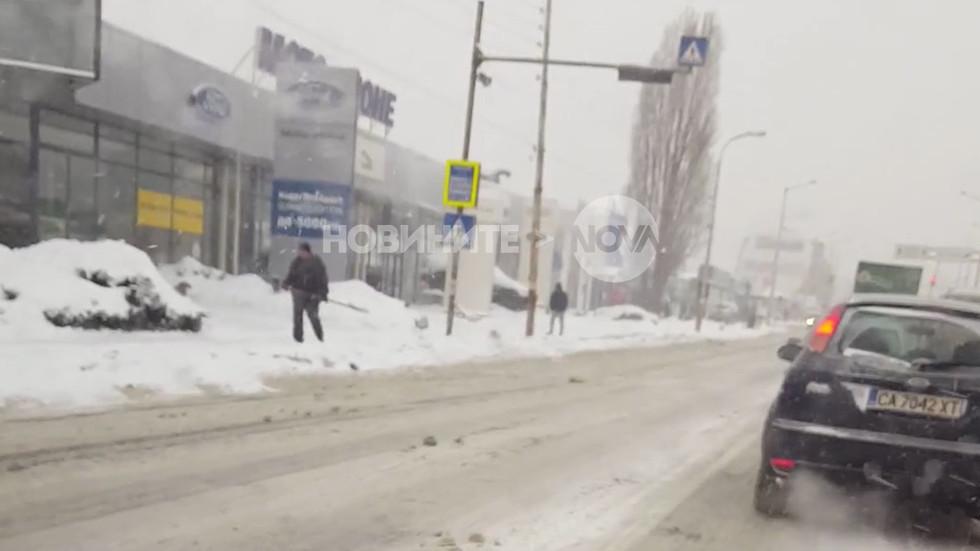 """Столичният булевард """"Европа"""" в час пик (ВИДЕО)"""