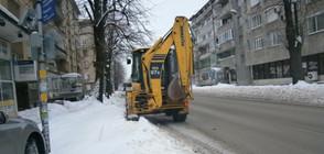 НА ВОЙНА СЪС СНЕГА: 166 снегорина почистват столицата