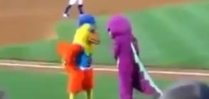 Талисмани на бейзболни отбори със забавна закачка (ВИДЕО)