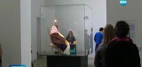 Френски художник ще мъти яйца в музей (ВИДЕО)