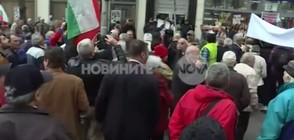 """Протестиращи символично погребаха """"Топлофикация"""" (ВИДЕО)"""