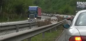 """Тежък трафик и """"тапи"""" на магистралите (ВИДЕО+СНИМКИ)"""