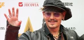 """Джони Деп се появи като капитан Джак Спароу в """"Дисниленд"""" в Калифорния (ВИДЕО)"""