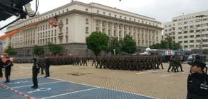 АРМИЯТА ПРАЗНУВА: 1200 военни маршируваха на парада в София (ВИДЕО+СНИМКИ)