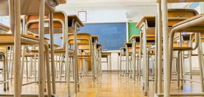 Вдигат заплатите на всички учители от 1 септември