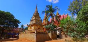 """""""Без багаж"""" сред духовете в плаващо село в Камбоджа"""