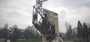 """Паметникът """"1300 години България"""" пред НДК отива в историята (ВИДЕО)"""