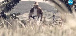 ПЪЛЕН АБСУРД: Пенсионер се облича в костюми, подходящи за холивудски сюжети (ВИДЕО)