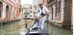 Първата жена гондолиер във Венеция сменя пола си (СНИМКИ)