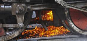 Няколко взрива и пожар във влак, машинистите са пострадали (ВИДЕО+СНИМКИ)