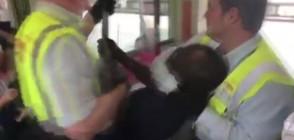 Брутално сваляне на пътник от градския транспорт в Мюнхен (ВИДЕО)
