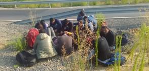 Гръцката полиция откри 14 мигранти в камион, идващ от България