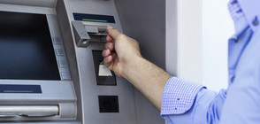 Мъж пускал бележки през банкомат, за да излезе от заключена стая