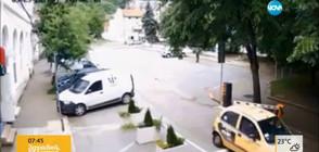 """Врачани чупят бариери и заграждения, за да не плащат за """"синя зона"""" (ВИДЕО)"""