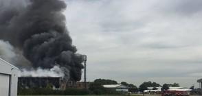 Пожар избухна близо до британско летище (ВИДЕО+СНИМКИ)