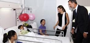 Кралят и кралицата на Испания при пострадали в атентата в Барселона (СНИМКИ+ВИДЕО)