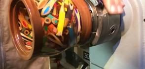 Мъж изработва красиви съдове от моливи (ВИДЕО)
