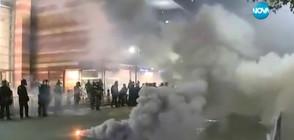 ЗАРАДИ ПРОТЕСТ СРЕЩУ ТРЪМП: Полицията използва димни гранати и газ (ВИДЕО)