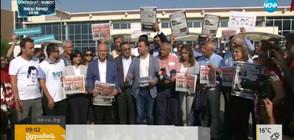 Турция оставя в ареста задържани журналисти