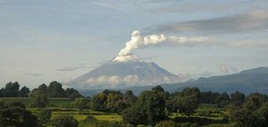 Вулканът Попокатепетъл в Мексико избълва пара и пепел (ВИДЕО)