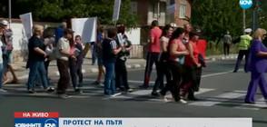 Недоволни от кмета на Септември блокират главен път