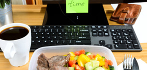 Храните, които трябва да избягваме в офиса, за да не пълнеем