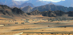 Пакистан издига ограда по границата си с Афганистан