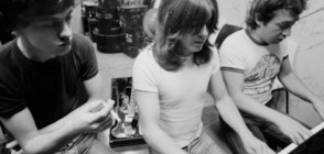 Почина Джордж Йънг - движеща сила зад динозаврите от AC/DC