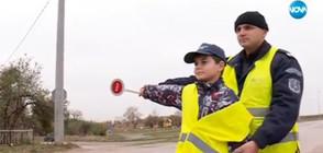 Деца облякоха униформи и станаха полицаи за ден (ВИДЕО)