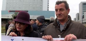 Десетки чакаха присъдата на Младич пред Трибунала в Хага (ВИДЕО)
