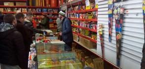 Инспектори проверяват безопасността на коледните стоки
