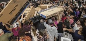 """""""ЧЕРЕН ПЕТЪК"""" В САЩ: Тълпи от хора пред магазините (ВИДЕО)"""
